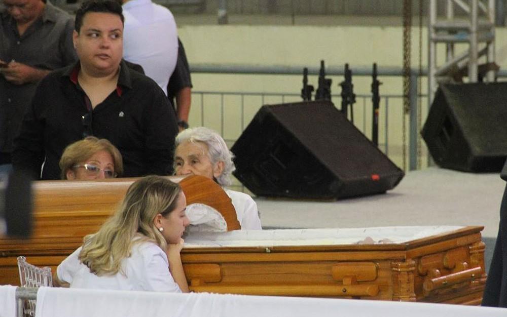 Corpo de Gabriel Diniz é enterrado em cemitério de João Pessoa