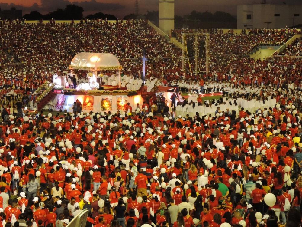 Com transmissão ao vivo, Corpus Christi lota estádio Frei Epifânio