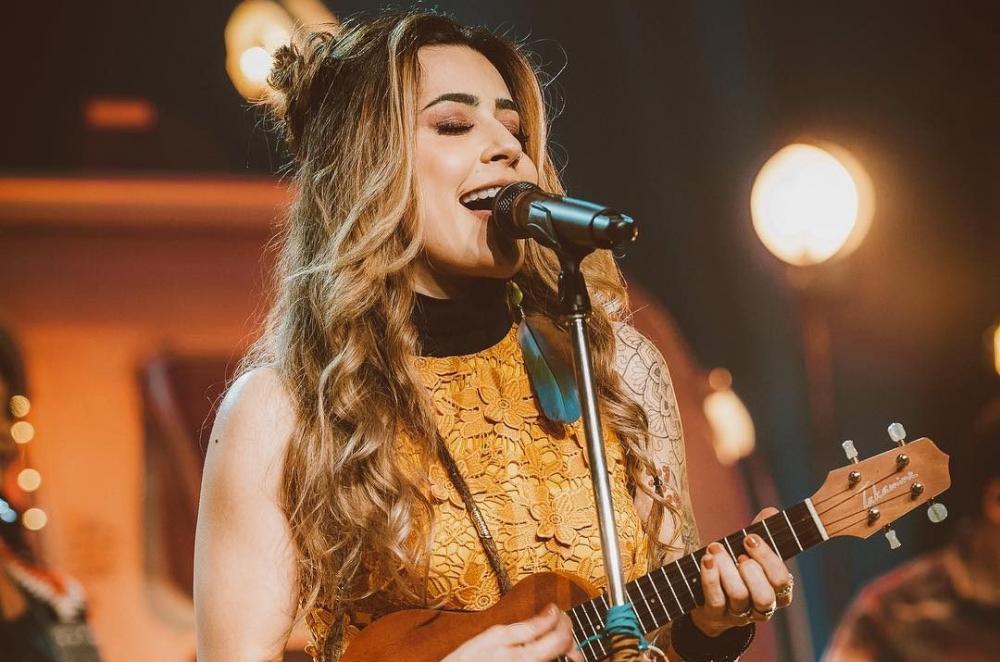 'Quando for beijar alguém': Lauana Prado fará show em Imperatriz