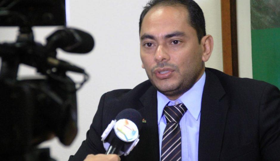 Ministério Público dar 24 horas para Assis Ramos se explicar sobre reabertura do comércio