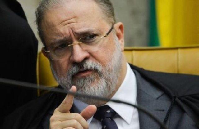 Procurador-geral pede suspensão do inquérito das fake news ao Supremo