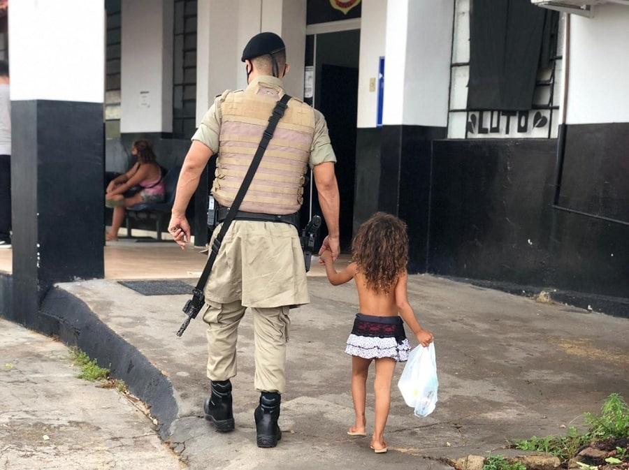 Mulher sequestra e tenta vender criança de 2 anos