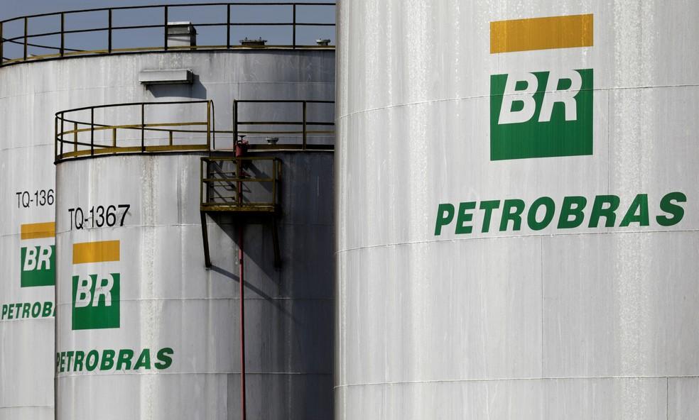 Petrobras anuncia alta de 5% para gasolina nas refinarias a partir desta quarta-feira